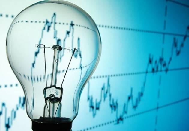 f1_0_i-consumi-di-elettricita-in-italia-tornano-indietro-di-vent-anni-rallentano-anche-le-rinnovabili